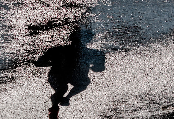 The shadow running di Paolo Patella