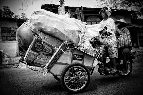 overload by Ayah Adit Qunyit - News & Events World Events