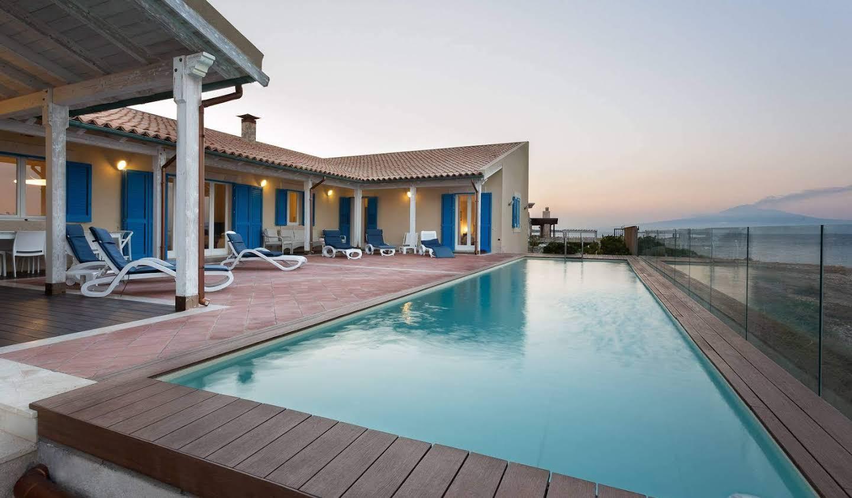 Villa avec piscine et terrasse Augusta