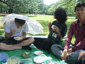 Photo: 平常都不肯拿我雨傘~因為怕烏鴉一直拿超白癡