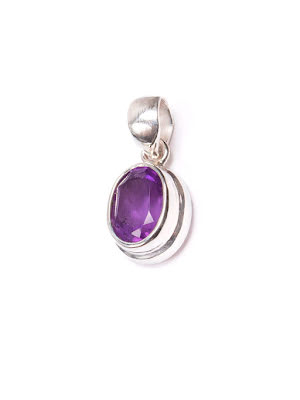 Ametist litet ovalt hänge med slät silverinfattning