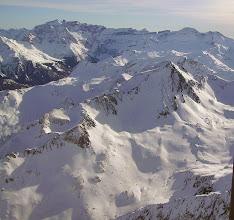 Photo: Hautes Pyrénées: le Soum de Male 2797m surplombant la vallée du gave de Cestréde à droite. Crêtes de Gavarnie à gauche sur l'horizon.
