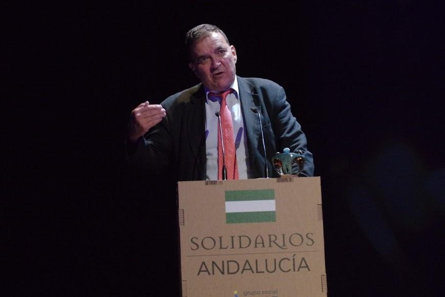 En el escenario, Pedro Luis Gómez.