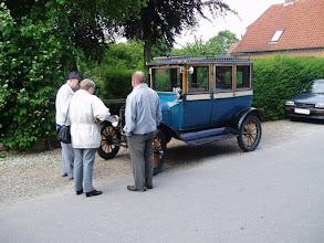 Photo: Ankomst til festområdet ved Møllen. / Arrivel to the Festival area near the mill.