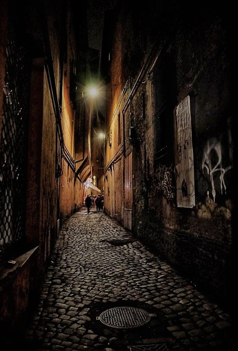 Nell'ombra dei vicoli di pina_de_curtis