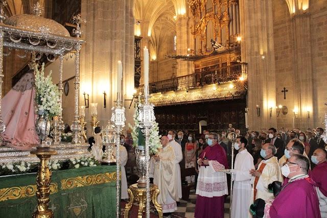 El obispo presidió la solemne eucaristía.