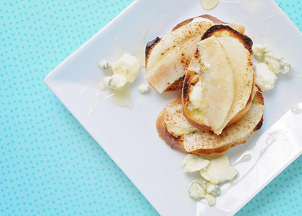 Pear-Gorgonzola Crostini Appetizer Recipe