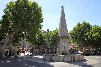 Photo: (http://www.st-maximin.fr/pages/monuments.php)