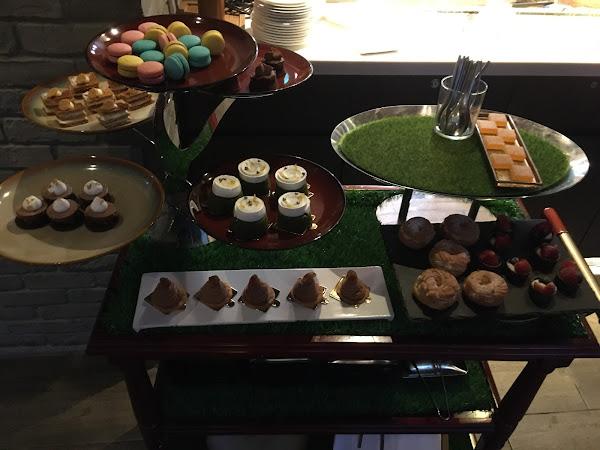 1. 壽星生日請提早通知餐廳,可以享有一個約四吋蛋糕優惠。 2. 小羔羊羊排很嫩,非常推薦! 3. 套餐的甜點是另一個焦點,蒙布朗、抹茶柚子磅蛋糕、莓果塔都很推薦! 4. 餐廳非常低調隱密,而且氣氛非