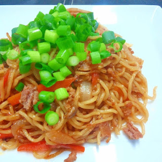 Yakisoba with Ground Pork and Gochujang (Spicy Korean Miso)