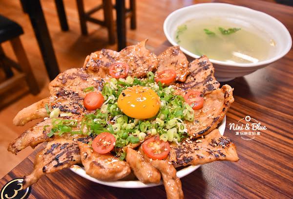 幸福小館   台中東區浮誇系蛋炒飯,蛋炒飯舖了滿滿燒肉霸氣上桌,力行國小旁