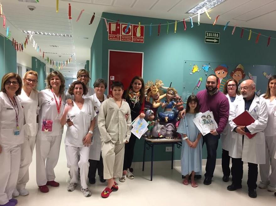 Les Falles de Gandia cedeixen 2 ninots a l'Hospital de Gandia per apropar la festa a xiquets i majors
