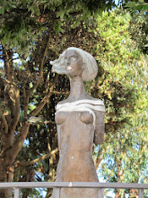 Photo: It.s5ITL128-141008Anacapri, sculpture; buste de femme  IMG_5678