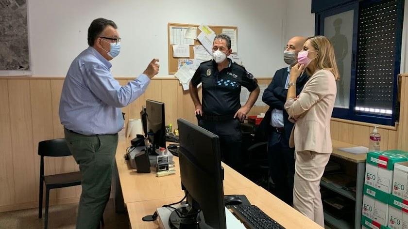 La delegada y el alcalde de Huércal-Overa visitan las instalaciones.