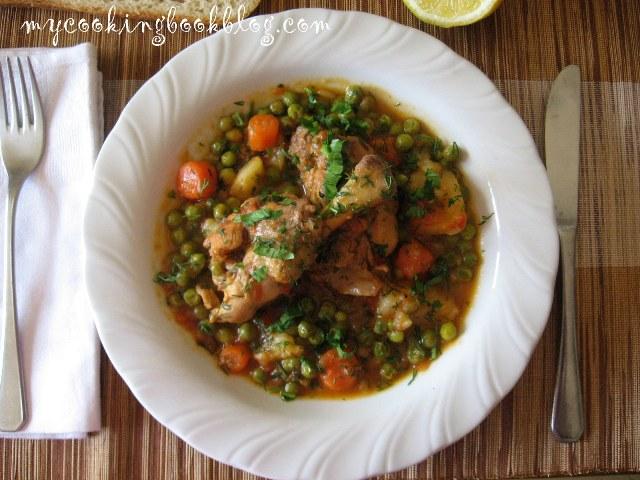 Яхния с пилешко и грах