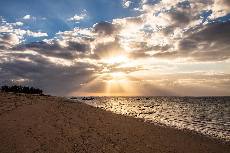 SUNRISE WITH RAY OF LIGHT by Lessy Sebastian - Landscapes Weather ( bali, nature, weather, beach, sunrise, landscape )