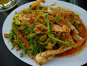 Photo: stir-fried crab with yellow curry and roasted chilli sauce (bpoo pad pong gkaree)