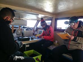 """Photo: おっ、乗船名簿を書いているのは? お久しぶりの""""エザキさん""""! 和歌山に転勤になったそうで。"""