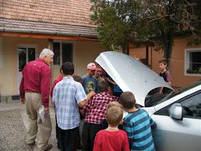 Photo: Károly bácsi a motorháztetőt is felnyitotta az érdeklődők számára.