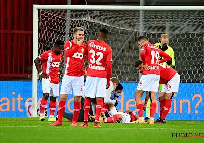 De spelers van Standard dragen de overwinning op aan kapitein Zinho Vanheusden