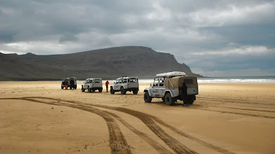 Photo: I nostri Land Rover Defender 110 AT37 nei Fiordi Occidentali d'Islanda. www.90est.it