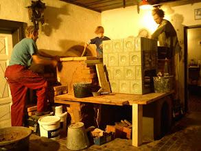 Photo: Petr staví schůdky na pec.