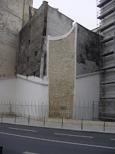 Photo: The Wall's presence has led to many architectural oddities, such as here at 13 Rue de Louvre. This concave building corner is the result of a long-gone tower, around which the building was designed.