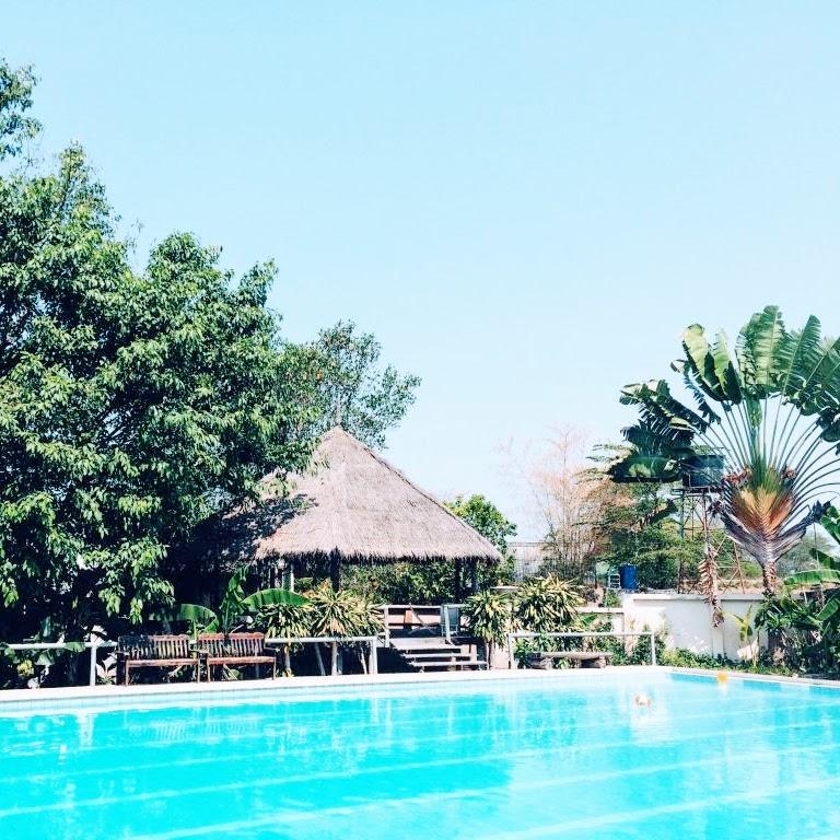 Fluid Swimming Pool en Pai. Piscina tropical en Pai.