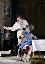 Photo: Wien/ Akademietheater: DIE PRÄSIDENTINNEN von Werner Schwab. Inszenierung David Bösch. Barbara Petritsch,  Regina Fritsch. Copyright: Barbara Zeininger