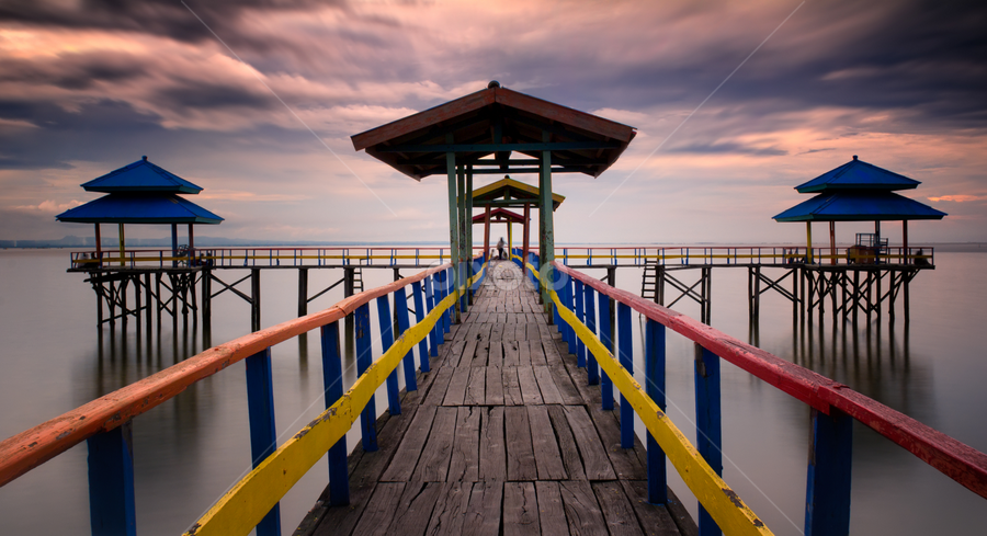 Twin Pier by Nanto 사파이어 - Landscapes Travel ( pwcreflections-dq )