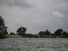 Photo: barką transportują samochody z dostawą betonu do remontu kolejnej śluzy...