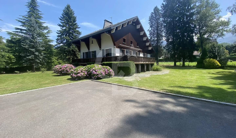 Maison avec terrasse La Rochette
