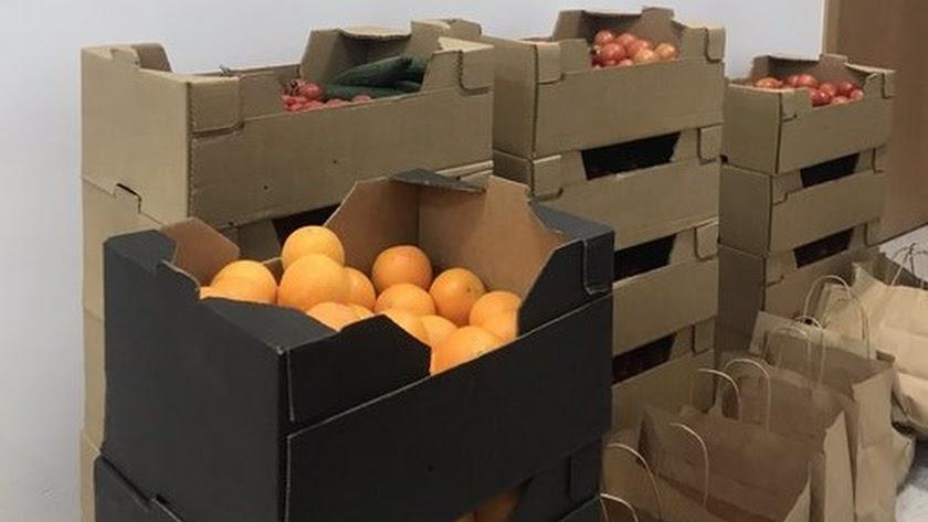 Cajas de fruta y verdura repartidas por la Hermandad de Pasión.