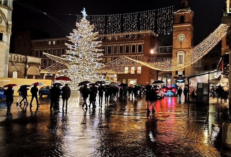 Atmosfera natalizia sotto la pioggia di paolo_battilani