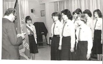 Photo: Zobowiązanie Instruktorskie odbiera hm.Michał Woźniak 29 marzec 1980r. Od lewej: (w poczcie) Mariola Gawrońska, Grażyna Marasek, Beata Czarnocka, Ewa Andrzejczuk(w drugim rzędzie), Ewa Przesmycka, W trzecim rzędzie od prawej 1. ................. ...,2. Ewa Kwaśnicka