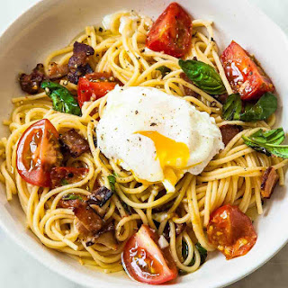 Spaghetti with Tomatoes, Bacon, and Eggs