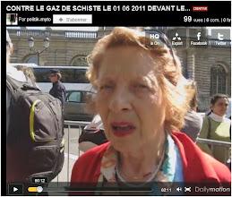 Photo: SENAT 01/06/11...Une militante contre le gaz de schiste témoigne devant le Sénat.  http://www.dailymotion.com/video/xj1sep_contre-le-gaz-de-schiste-le01-06-2011-devant-le-senat_news