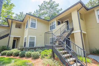 Go to Elements of Belle Rive Apartments website