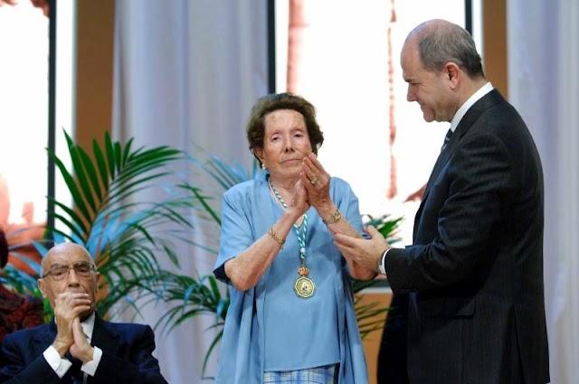 María García Torrecillas, con su Medalla de Andalucía.