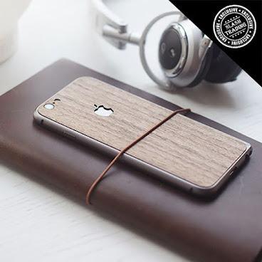 iphone 實木手機背貼 + 鋁製手機保護框 . 🌴100% 黑胡桃木手機背貼 🌴原木紋理每個都不同,獨一無二,質感一流 🌴厚度0.8mm,保護性及耐用性極強 . 🌴鋁合金製手機保護框 🌴海馬扣設計,能緊緊鎖著金屬邊框,不易脫落 🌴超薄超輕,非常耐用 🌴弧形邊框,與手機完美配合 🌴有iphone 5, 5S, 6, 6 plus, 6S, 6S plus 可選 🌴實木背貼 $69 🌴鋁製手機保護框 $45 🌴1 SET Promo價 $95 . #handmade#情人節禮物 #情侶 #皮革#男朋友#女朋友#優惠#生日禮物#優惠#特價#slashtrading#手作#無印良品#無印#實木#手機貼#機背貼 #手機殼#手機套#手機#手機框