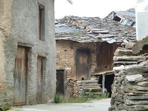 Photo: tejados de piedra y pizarra