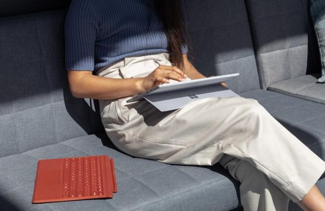 Surface Pro 7 膝上での使用