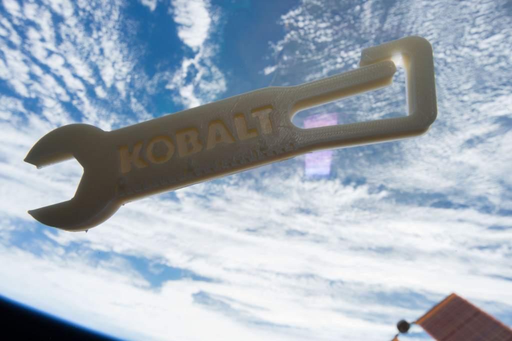 Кобальтовый ключ 3D, напечатанный на Международной космической станции.