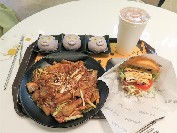 點點心mini 微風南山店 -- 點點心新推出副品牌主打港式快餐,造型很萌又討喜的芋泥豬仔包。