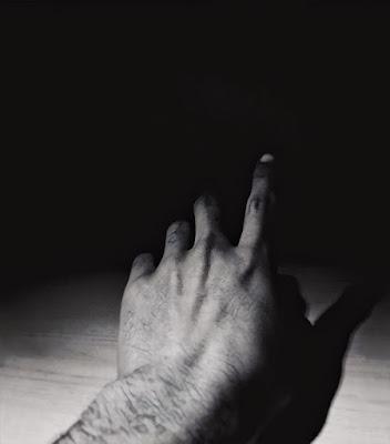 Sfiorando l'immensa oscurità. di Ahmed Salah El Din Sheta