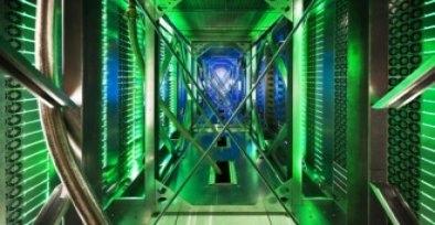 Um corredor de servidores em nosso data center de Mayes County, Oklahoma