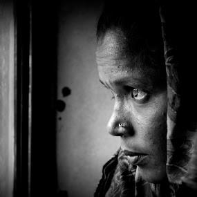 THE LOOK by Suman Sengupta - People Street & Candids ( face, monochrome, suman, candid, sengupta, konnagar, girl, ap, rawshooter, motionstopper, train, orisha, palasa, sumansengupta )