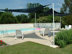 Photo: La terrasse devant la piscine