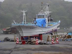 Photo: 福島県いわき市久ノ浜漁港。漁船が打ち上げられたままです。