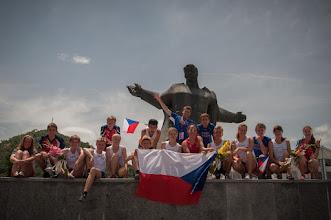 Photo: Budovatelské nadšení po sprintu na náměstí ve Strumici.